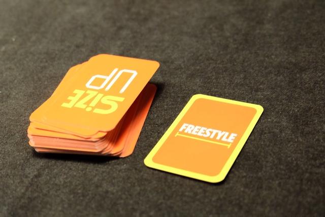 Lorsqu'une carte Freestyle fait son apparition, le défi est entièrement libre : objet ou base de mesure humaine. Ça peut donner des idées...