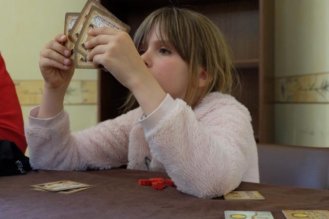 Leila essaie de faire le meilleur choix pour ses 3 objectifs à conserver sur les 6 reçus. Pas facile, facile...