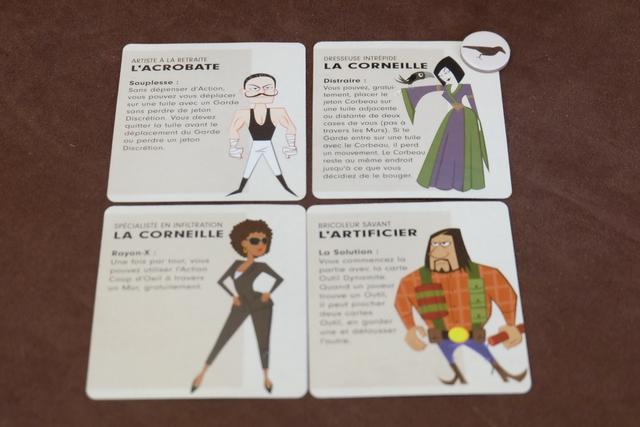 """L'équipe du jour : Lila l'acrobate, Yohel la corneille (avec le jeton oiseau), Leila la pie (intitulé par erreur """"corneille"""" également) et Ludo l'artificier."""