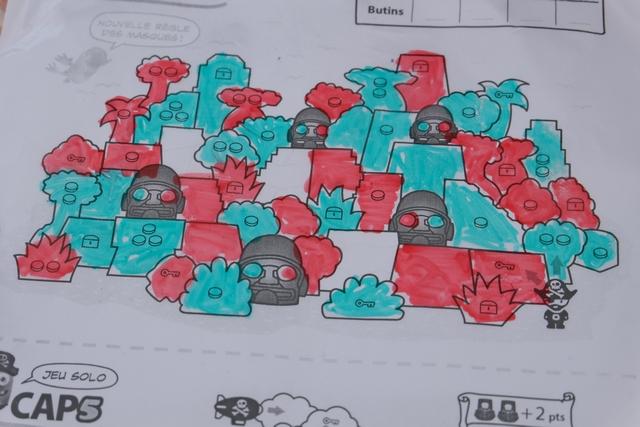 Voici la situation finale du jeu, sans qu'on ait colorié les trois derniers cases blanches, inutiles pour le décompte.