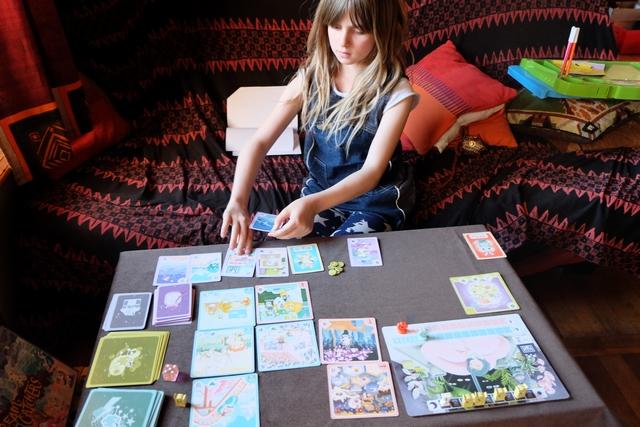 Au tour de Leila de jouer son tour, en choisissant, déjà, d'échanger une de ses cartes avec une des miennes, histoire de mieux contrer les cauchemars à venir...