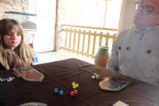 La venue prolongée de Fabrice est l'occasion de lui faire découvrir ce jeu formidable... Qui plus est sur la terrasse...