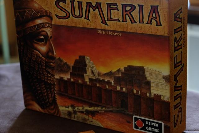 Sorti une seule fois, il y a -incroyablement- 8 ans ! , ce jeu Sumeria me faisait de l'oeil dans ma ludothèque depuis. Ce soir, c'est son soir de retour donc...