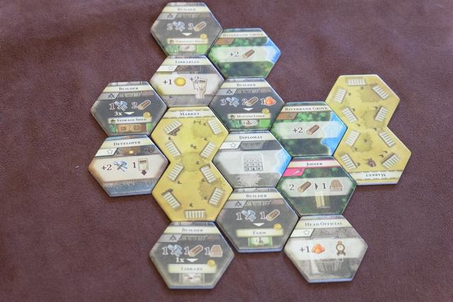 Voici à quoi ressemble notre terrain de jeu, tel que nous en avons décidé en plaçant alternativement une tuile chacun...