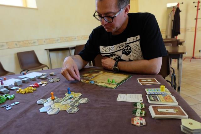 Comme à chaque fois, le jeu est vraiment très plaisant, fluide et naturel, sans qu'on ait besoin de retourner dans les règles...