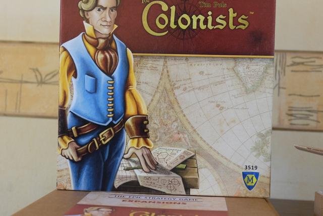 La revoici, la revoilà, la fameuse boîte de The Colonists...