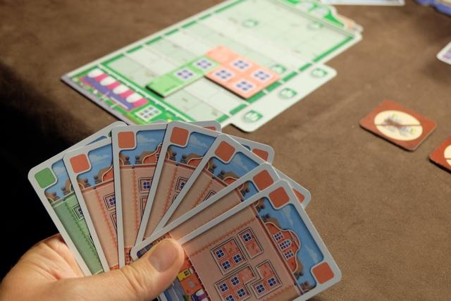 Dans ce jeu, il semble qu'il faille se la jouer monocolore, au pire bicolore. Ça me va bien ! ;-)