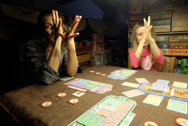 Je ne peux pas empêcher mes comiques de table de me taquiner un peu, frustrées qu'elles sont ! ;-) ;-) ;-)